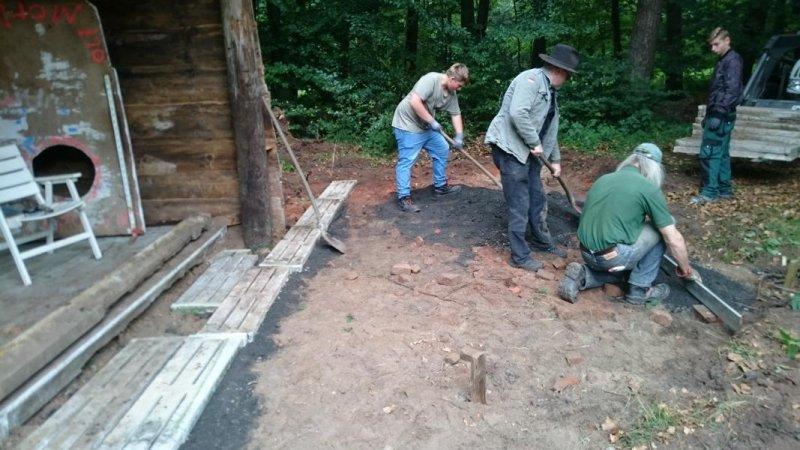 12 kleine Spaltböden werden gelegt